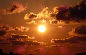 都会上空白色夕阳火烧云高清实拍