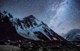 夜晚雪山满天星光时间流逝日出美景