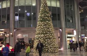 商场购物温馨圣诞气氛高清实拍