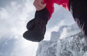 户外攀爬雪山活动高清实拍