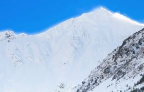 巍峨雪山远景拍摄高清实拍