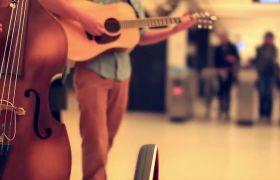 乐队吉他大提琴陌头独奏高清实拍
