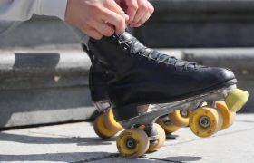 公园街道轮滑扮演舞蹈show高清实拍