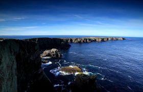 海边悬崖海浪撞击高清实拍