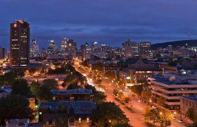 美丽城市灯光流动人群车辆夜景高清实拍视频素材