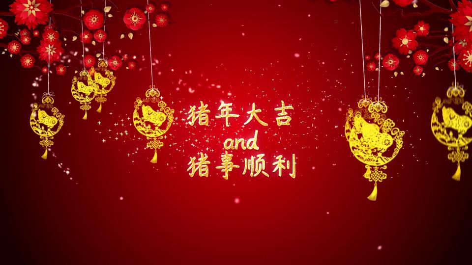 喜庆热闹的金猪灯笼点缀粒子穿梭漂浮烟花绽放特效新年拜年祝福ae素材图片
