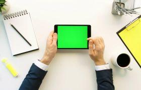 商務人士操作平板電腦綠幕摳圖辦公視頻素材