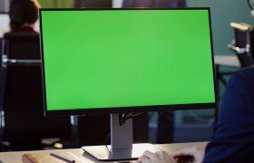 商务实拍电脑前工作绿幕抠图办公视频素材