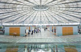 机场高铁站人群流动延时摄影实拍视频