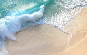 海边沙滩浪花卷动航拍高清实拍视频