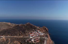 航拍岛上的房子与大海视频素材