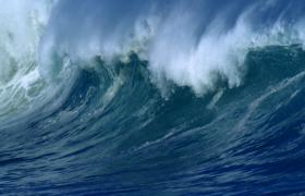 气势汹涌的大海海浪扑面而来高清实拍