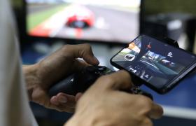 ?近距离拍摄模拟开车游戏视频素材