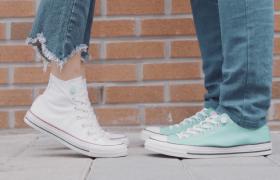 清新纯洁情侣帆布鞋恋爱温馨甜蜜视频素材下载