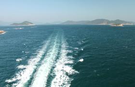 海上游艇移動海水卷起白浪實拍視頻素材下載