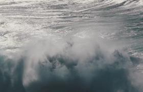 波瀾壯闊的大海海浪拍打礁石濺起千層浪特寫視頻素材
