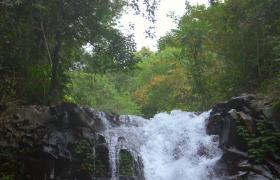 飞花碎玉瀑布一泻而下美丽壮观实拍视频素材参考