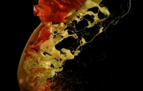 高清拍摄黑色背景彩色颜料泼溅视频素材下载