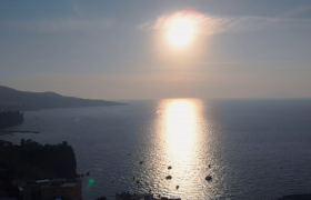 高清实拍海边日出光辉映入海水唯美朦胧视频素材参考