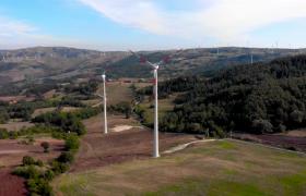 航拍大山深处发电风车群实拍视频素材参考