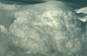 空中壮观美丽翻腾涌动的蘑菇云海视频素材