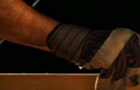 定点拍摄车间工人为木头刨边特写镜头视频素材