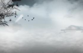 高清水墨画风成群结队的飞鸟翱翔于云层之上古风视频