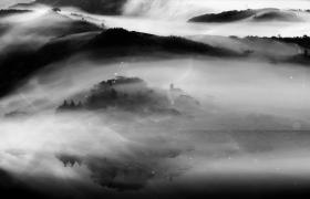 唯美高山上云雾四起瀑布飞流直下三千尺古风视频素材