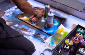 實拍國外街頭藝人涂鴉表演視頻素材MP4下載