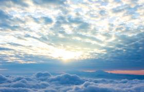 云层翻滚太阳东升唯美自然风光高清实拍视频素材