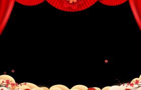 新年边框素材_简约风红色幕布拉开梅花上升飞舞演绎喜庆新年动态视频前景边框