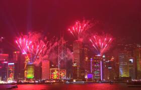 繁花城市灯光闪烁夜空烟花点亮高清实拍视频素材