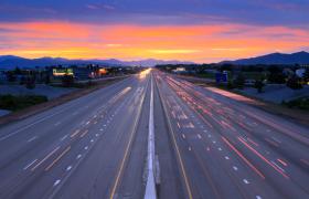 笔直公路车辆快速行驶昼夜延时拍摄实拍视频优德w88中文版