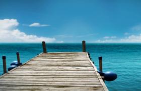 海洋藍天融為一體海岸小木橋唯美風景HD實拍視頻素材