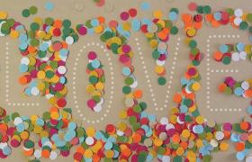 五彩炫麗紙片LOVE字母匯聚婚慶戀愛創意視頻素材