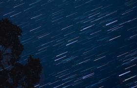 仰拍视角天空星云漩涡变幻流星完美滑落唯美高清视频优德w88中文版