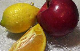 慢鏡頭特寫水珠滴在檸檬橙子蘋果上MP4視頻素材