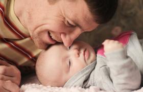 父亲节主题爸爸和宝宝欢乐玩耍温情感人mov高清特写视频