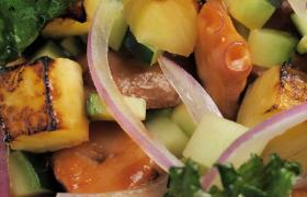 色彩鮮艷蔬菜混合搭配的素食食品近景特寫視頻素材