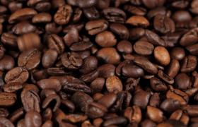 微距特写咖啡豆掉落广告宣传MP4实拍视频
