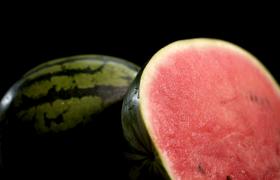 特寫旋轉的西瓜夏日標配水果MP4實拍視頻