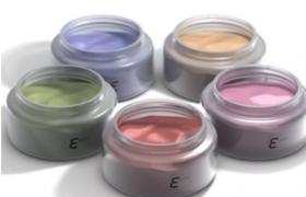 轻柔自然的日常装束女性妆容粉底液C4D化妆品模型