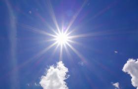 白云蓝天美丽晴空太阳光芒耀眼四射MOV实拍视频
