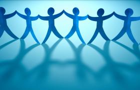 蓝色纸片小人手拉手团结合作商务视频素材