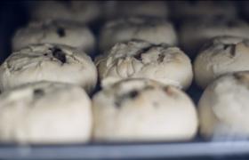 香酥月饼正反面烘烤过程高清实拍素材