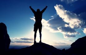 攀岩登顶/抵达彼岸/成就梦想3组万分释怀的慢镜头视频素材