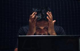 程序员熬夜奋战编写程序沮丧表情实拍视频素材Man Gets Tired