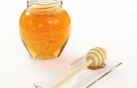 光澤濃稠的上品工藝釀制玻璃蜂蜜罐頭3D效果模型
