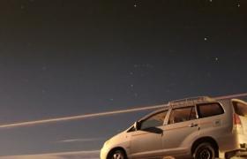 星空素材_汽車公路旅行沙漠星空夜景加速效果實拍視頻素材