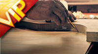 实拍吉他的艺术制作过程 吉他师傅展现精湛的制作工艺